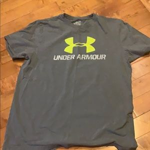 Like new Under Armour Large T-shirt